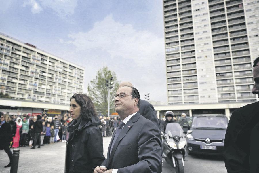 Francois Hollande, President de la Republique, arrive sur la dalle de La Courneuve pour le lancement de l'Agence de Developpement Economique