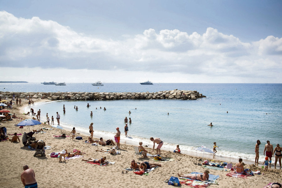 Trois communes ont interdit le port du burkini sur leurs plages. Imke LASS/LAIF-REA