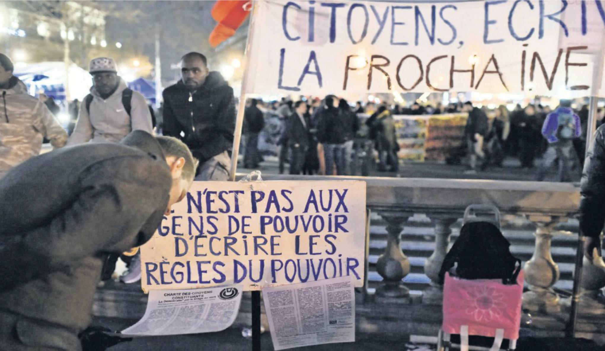 En finir avec une Vè République à bout de souffle  est un souhait de plus en plus partagé, comme ici à Nuit Debout.