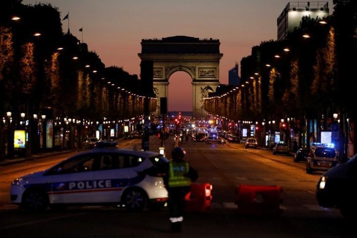 Les Champs-Elysées après les tirs sur des policiers ce jeudi