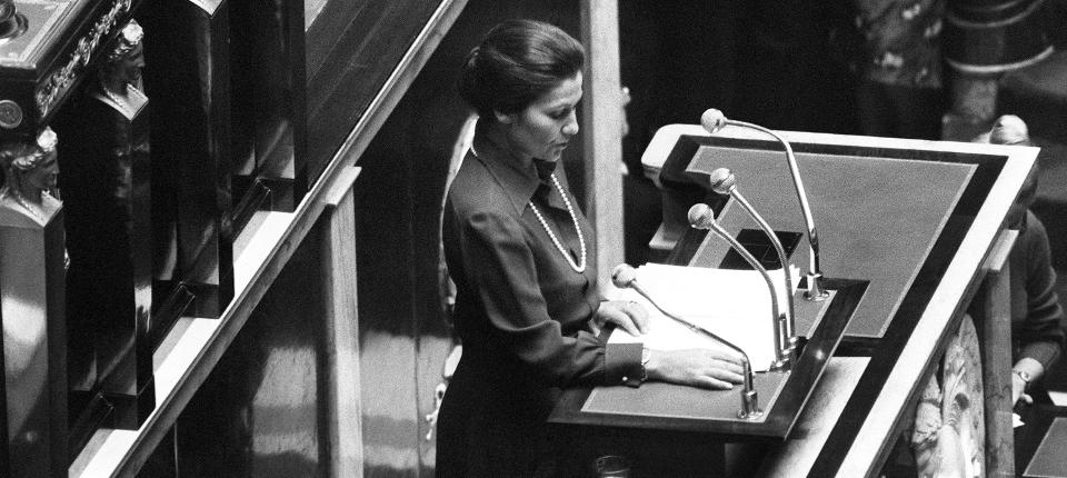 Simone Veil, lors de son discours devant l'Assemblée nationale française, en 1974.