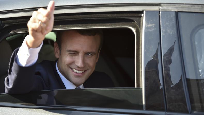 """Le Président de La République s'est permis de lancer lors de ses vœux aux Français : « Demandez-vous chaque matin ce que pouvez-vous faire pour votre pays » Quel cynisme !"""""""
